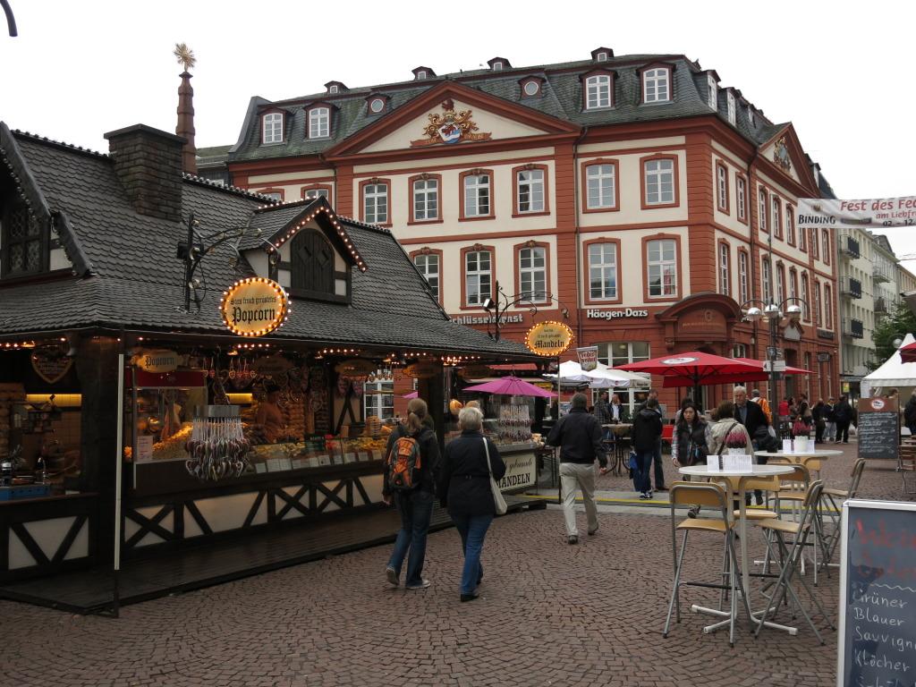 Frankfurt foodstand