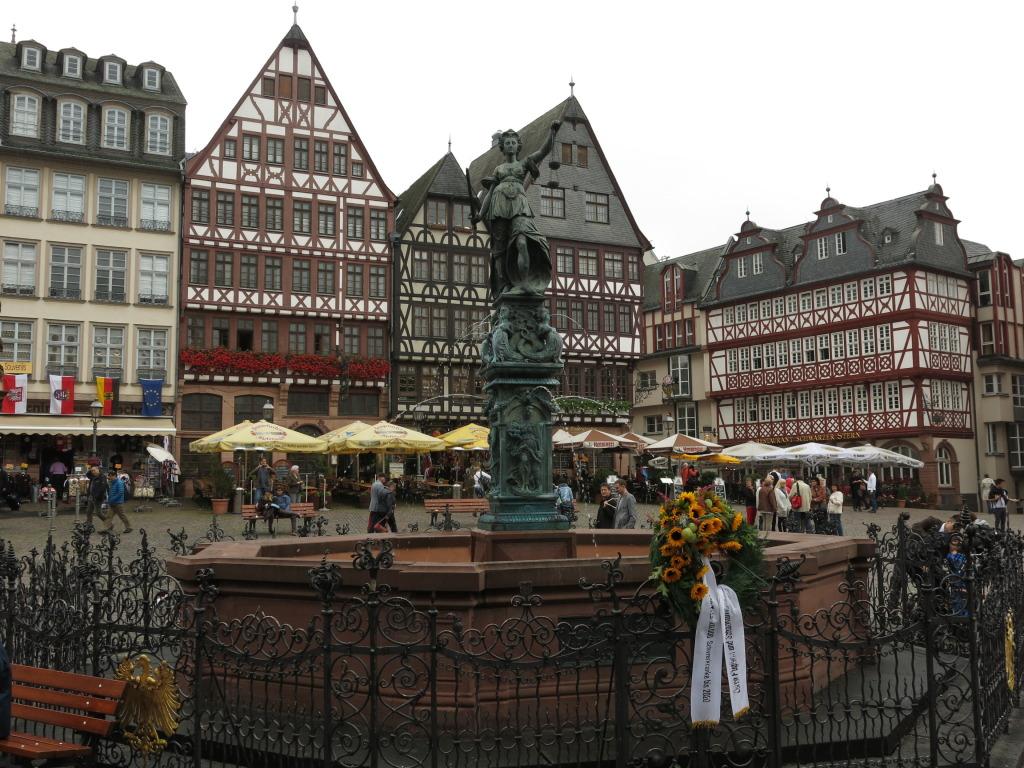 Rönnerberg Frankfurt Square
